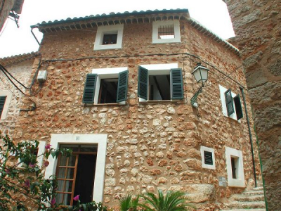 Tastefully renovated townhouse in Fornalutx  - Reg. ET/2253