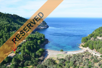 Villa with direct access to the beach and sea in Cala Tuent