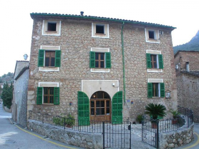Townhouse in central location in Deià