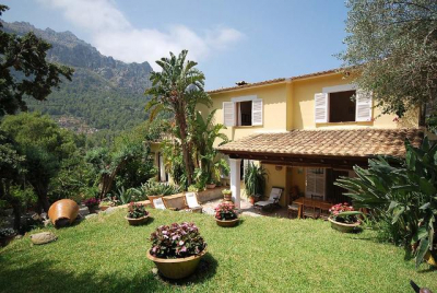 Semidetached house with garden at few meters from the sea in Cala Tuent