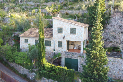 Beautiful house with fantastic seaviews in very private and quiet location in Deià