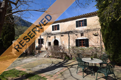 Beautiful and charming historical Finca in best condition in the outskirts of Esporlas