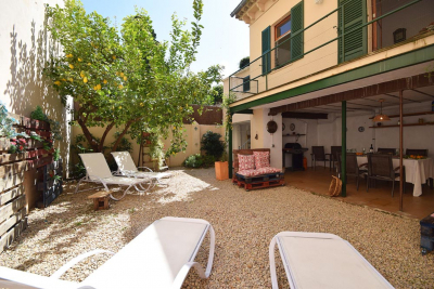 Central townhouse with sunny courtyard and covered terrace in Sóller - Reg. ET 476/2015