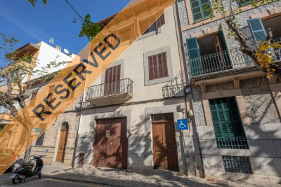 Nice and bright large apartment with terrace in the centre of Sóller