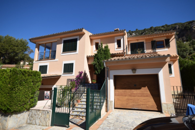 Detached chalet in quiet location with garage and pool in Valldemossa