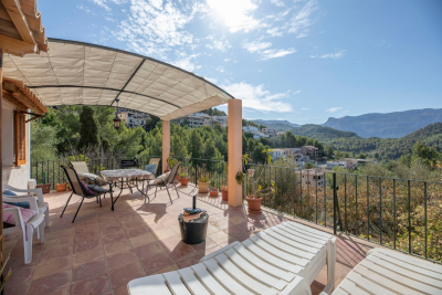 Apartment on two levels with large terrace and community pool in Port de Sóller for longterm rent