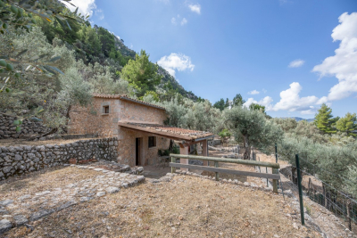 Very nice and sunny mountain cottage with fantastic views in Fornalutx