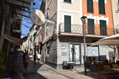 Commercial shop directly on Sóller square for longterm rent