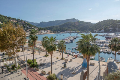 Renovated large apartment with fantastic terrace in the first line of Port de Sóller