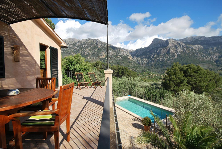 Cosy casita in the mountains of s ller for rent mallorca for Dreamhomes com