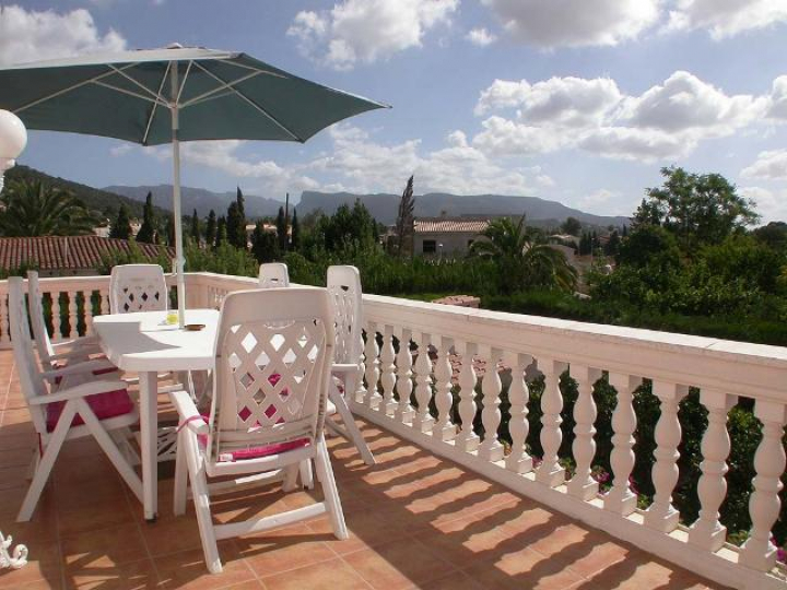 Modern villa with pool and bbq in a very quiet location in for Dreamhomes com