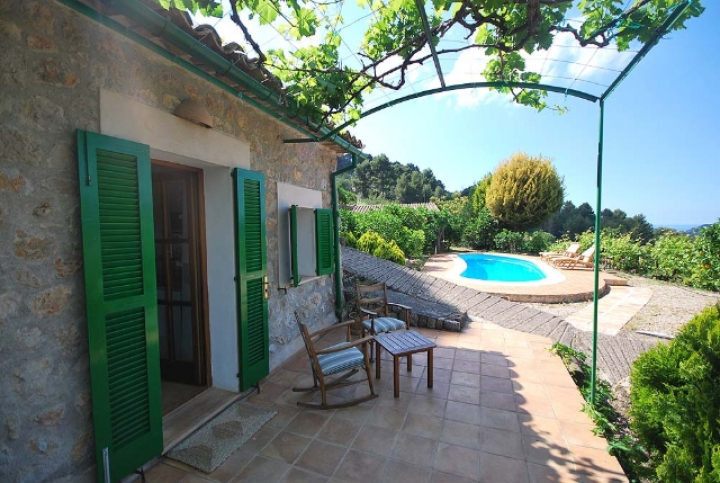 Cute country house with shared pool in s ller et 340 for Dreamhomes com