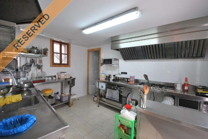 Large townhouse in pedestrian shopping street with for Dreamhomes com